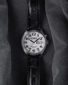 Kiber Iluma horloge met grote cijfers
