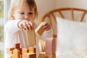 Het Gezinsleven - Gezinsactiviteiten - Speelgoed - Speelgoed: 3 veel gemaakte fouten - blokken toren bouwen